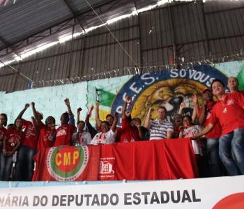 Recebendo homenagem do Movimento de Moradia Vermelho para Lutar