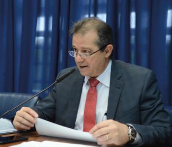 Bolsonaro veta projeto que levaria dignidade para adolescentes e jovens